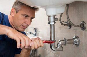 Fuites d'eau dans la maison, les choses à savoir pour pouvoir les réparer et les prévenir