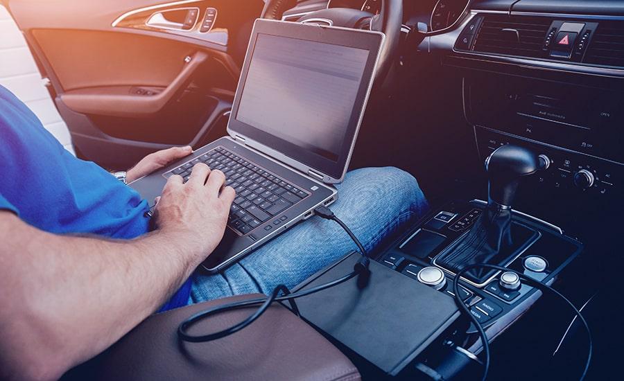 Jordan, garagiste et technicien pro à votre écoute pour le diagnostic auto