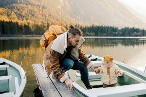 Nager avec son bébé : tout ce qu'il faut prendre en compte