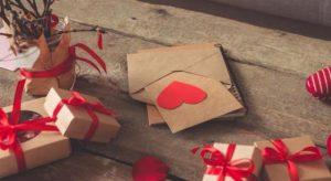 Des idées romantiques pour offrir un cadeau à sa moitié