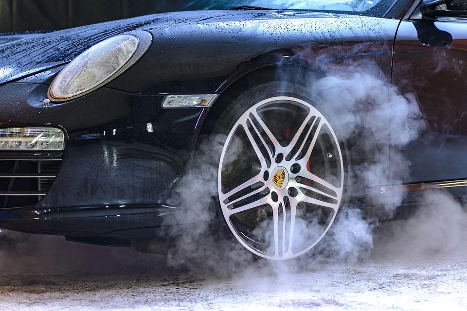 Comment sécher votre voiture mouillée en 3 étapes faciles